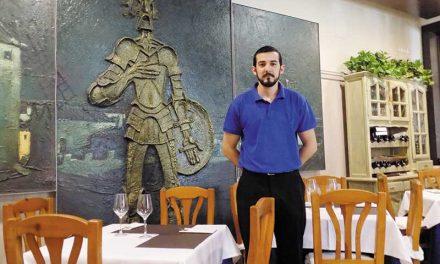 Cafetería-restaurante Los Molinos. Carnes y pescados de primera a la piedra