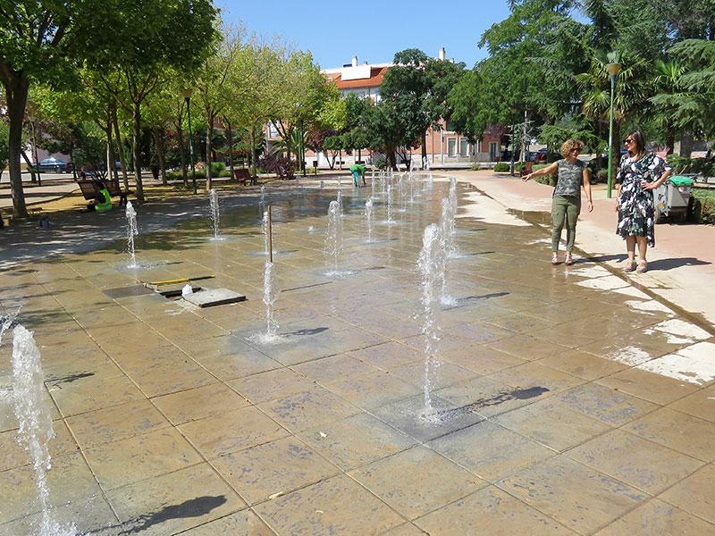 El Ayuntamiento pone a punto las fuentes ornamentales