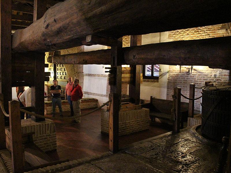 DO La Mancha festeja el final de la vendimia en una bodega Madrileña del siglo XVI