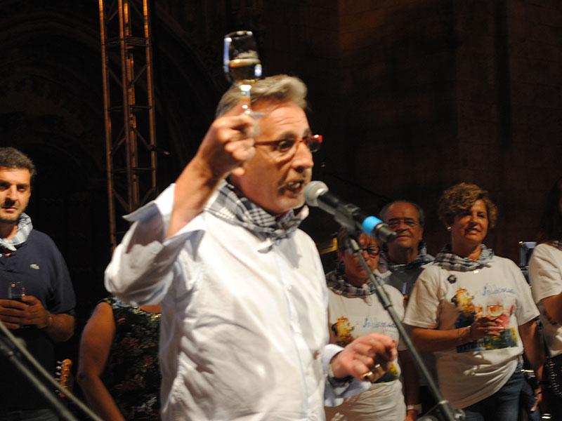 """El alcalde de Valdepeñas inauguró las LXIV Fiestas del Vino brindando """"por la vida"""""""