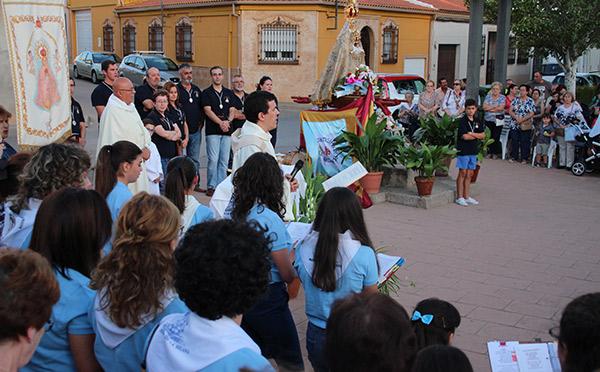 Ilusión, fervor y emoción en el traslado de la Virgen de Peñarroya a su altar