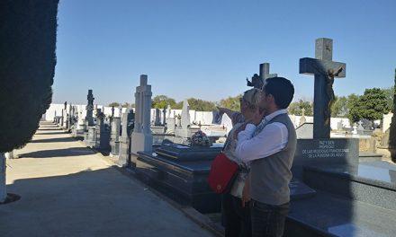 Este año el Ayuntamiento habilita un servicio gratuito de autobús para facilitar que los vecinos acudan al cementerio el Día de Todos los Santos