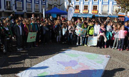 Valdepeñas conmemora con 300 alumnos de primaria el Día de los Derechos de la Infancia
