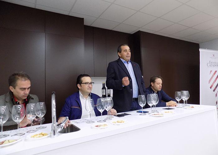 Bodegas Símbolo de Criptana presenta en nuevo escenario, la Escuela de Catadores, sus vinos del año