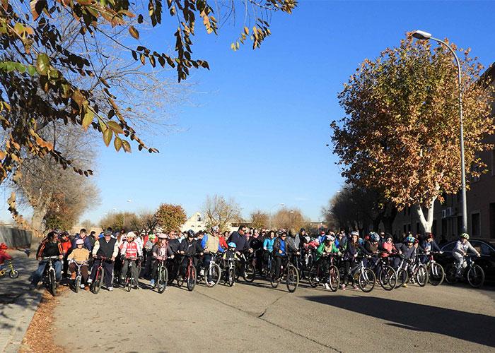 Unas 900 personas han participado en la Fiesta de la Bicicleta