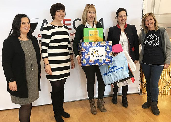 El comercio local premia la fidelidad de sus clientes con la entrega de la cesta navideña de ASECEM