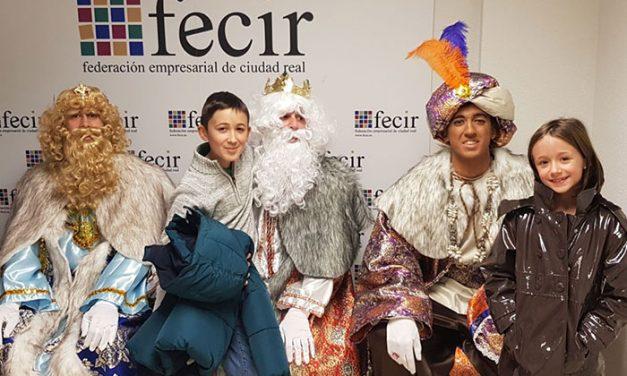 Visita de Sus Majestades los Reyes Magos a las instalaciones de FECIR