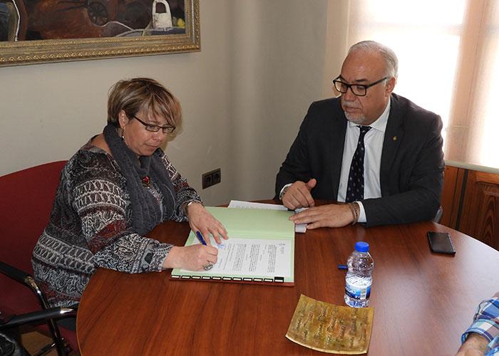 El alcalde renueva y amplía el compromiso municipal con Carea