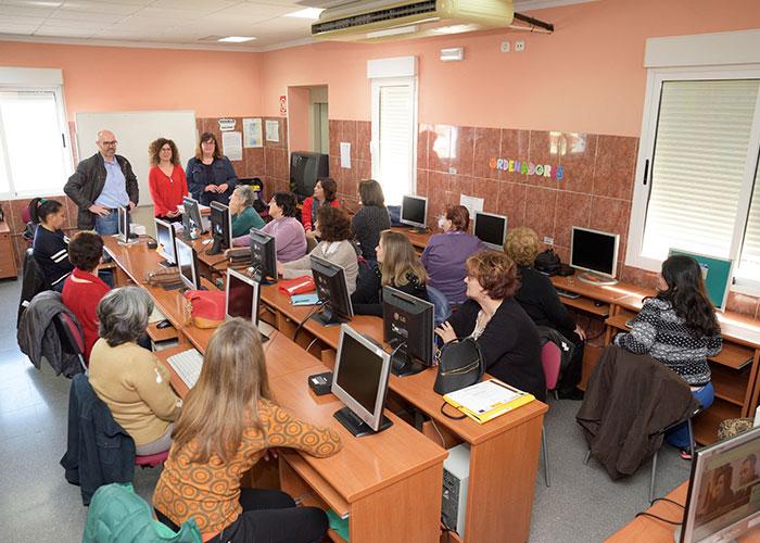 Veinte mujeres participan en el curso de iniciación a los medios digitales