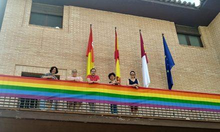 El Ayuntamiento de Herencia se suma por primera vez a la conmemoración del Día Internacional del Orgullo Gay