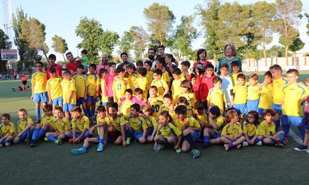 600 niños y niñas de todos los colegios alcazareños disfrutaron de las III Jornadas de Convivencia Deportiva