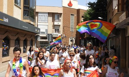 La Summer Rainbows colorea Manzanares a favor de los derechos LGTBI