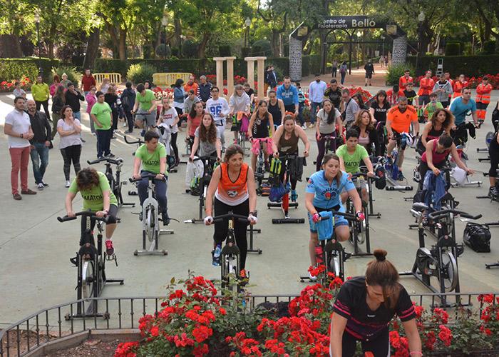 Deporte y solidaridad se unen a beneficio de AMATOU en el parque de la Constitución