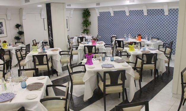 Alquimia inaugura su nuevo local en la calle Tinte, 3, rodeado de muchos clientes y amigos