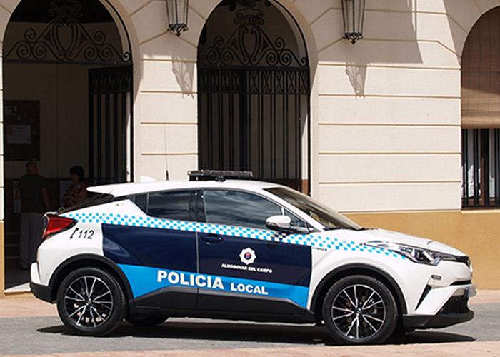 Tresa Motor entrega un Toyota C-HR Híbrido al Ayuntamiento de Almodóvar para la Policía Local