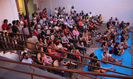 Exitoso estreno de 'Verano en Familia' con lleno en la Casa de la Encomienda