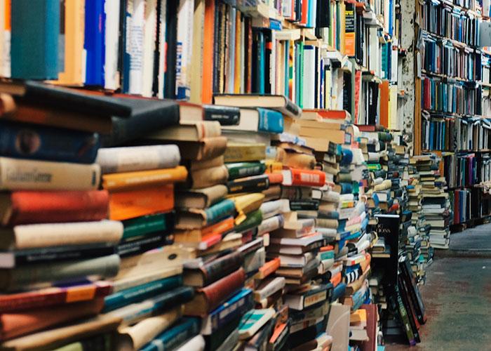 Los beneficiarios de las ayudas para libros ya pueden recoger sus vales