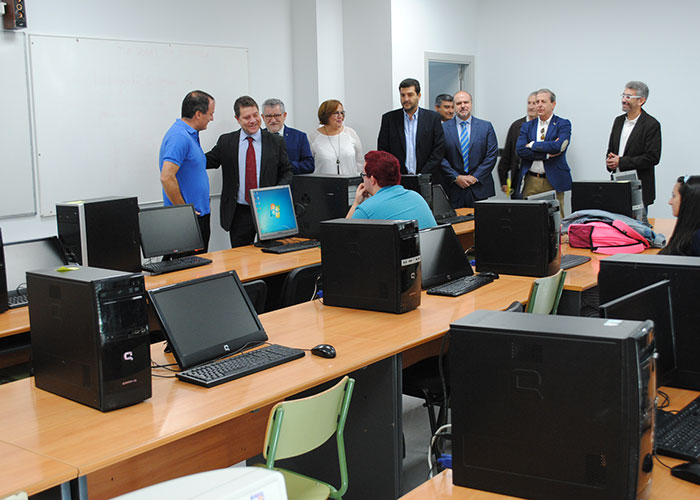 Page inaugura el nuevo aulario de FP en el IES Gregorio Prieto