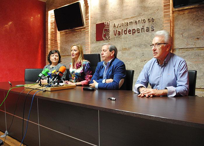 Los paraguas solidarios de Valdepeñas se pondrán a la venta al precio de 1 euro