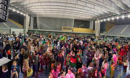 Niños y niñas de Alcázar fueron los primeros en celebrar la declaración nacional del 'Carnavalcázar'