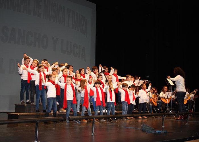 Lleno en el Teatro 'Tomás Barrera' con el Festival de Navidad de la Escuela de Música y Danza