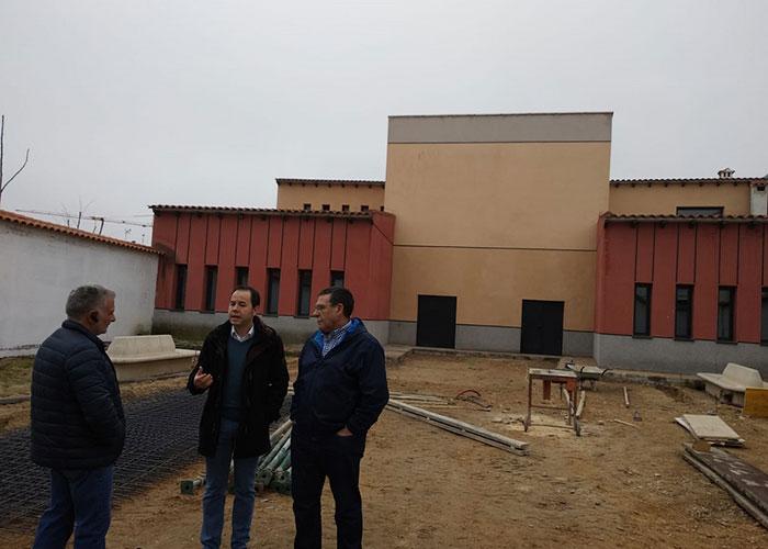 La Escuela de Música completa sus instalaciones con el acabado del patio posterior al aire libre