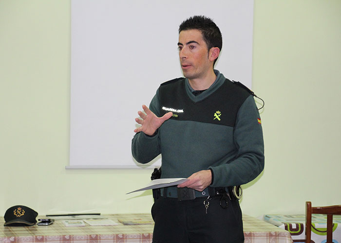 La Guardia Civil aconsejó a las mujeres para prevenir robos en domicilios