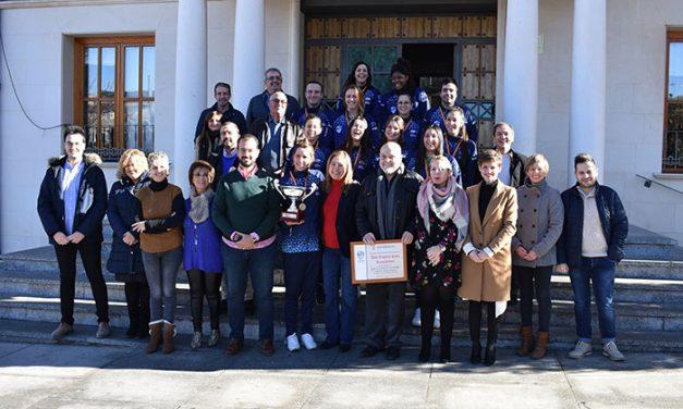 La Corporación Municipal del Ayuntamiento de Socuéllamos recibe al CV Kiele tras la consecución de la Copa de la Princesa