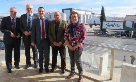 Julián Nieva vuelve a mostrar el apoyo del Ayuntamiento a Bodegas Yuntero