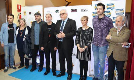 El actor Santiago Molero recibe el reconocimiento del Festival 'ManzanaREC'