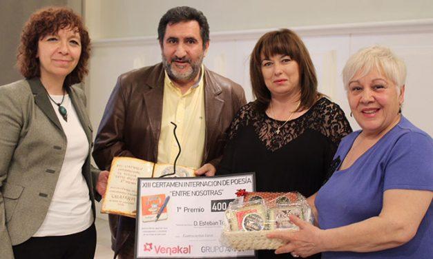 """Entregados los premios del XIII Certamen Internacional de Poesía """"Entre Nosotr@s"""" organizado por las amas de casa"""
