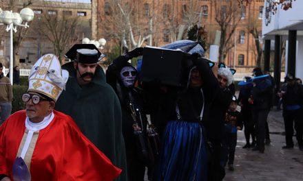 El carnaval despide a la 'Sardina' en un 'no entierro' de lo más peculiar
