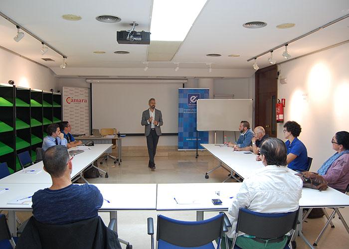 La Cámara y el CEEI acercan a una decena de emprendedores y empresas claves para generar ideas y modelos de negocio de éxito