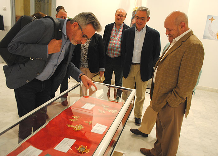 Jesús Martín inaugura en La Confianza la exposición 'El Ajuar de la Reina'