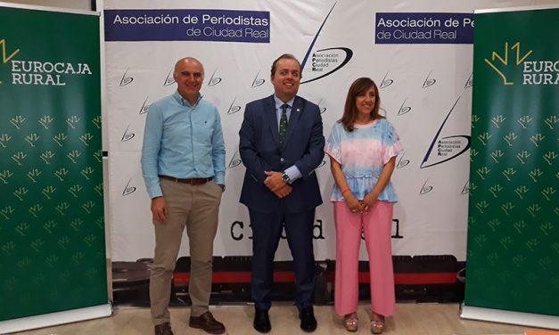 El economista José Carlos Díez y el presidente de la FAPE, en el primer desayuno informativo de la Asociación de Periodistas en colaboración con Eurocaja Rural