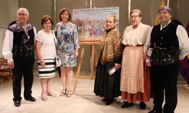 La asociación de Coros y Danzas de Alcázar dio la salida a las Fiestas de Moros y Cristianos con su pregón