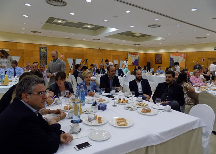 Díez y Rodríguez analizan lo que está por llegar en economía y periodismo ante más de 150 personas en el primer desayuno informativo de la APCR