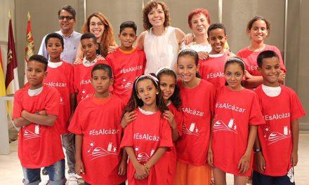 """El Ayuntamiento de Alcázar recibe a los pequeños saharauis del programa """"Vacaciones en Paz"""""""