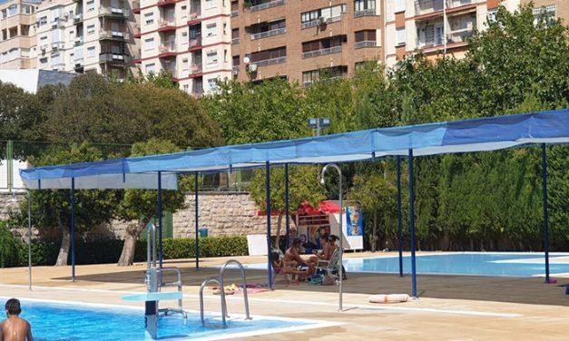 Las piscinas municipales de El Tomillo y La Salobreja cierran el domingo tras recibir a casi 12.500 usuarios desde su apertura el pasado 23 de junio