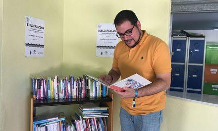 La Bibliopiscina lanza una invitación a la lectura en la piscina Bellavista