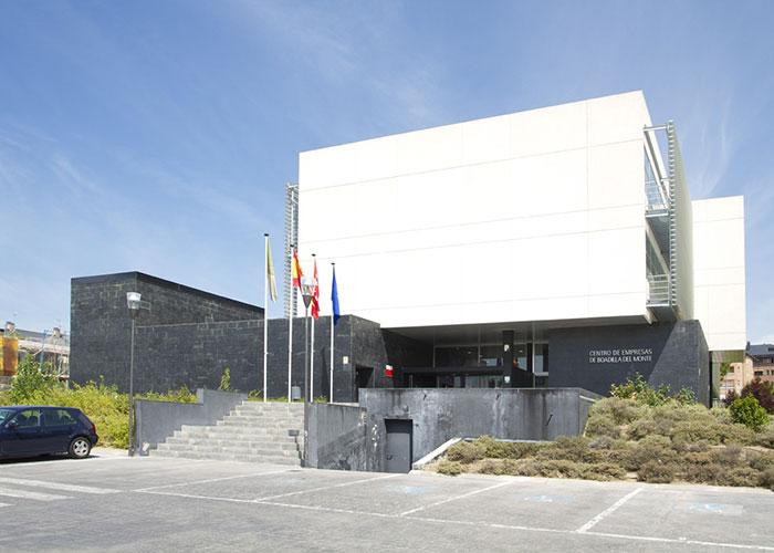 El Centro de Empresas ofrece ocho despachos profesionales y dos puestos autónomos