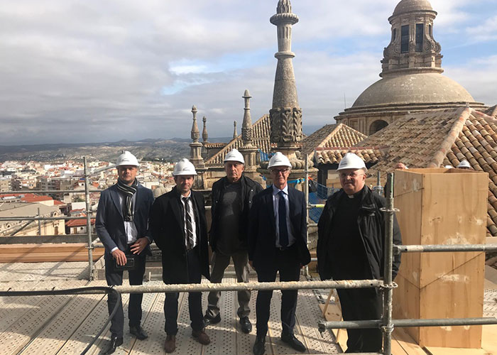 El Ayuntamiento de Jaén y el Ministerio de Cultura coinciden en la necesidad dar continuidad a la recuperación de la techumbre de la Catedral