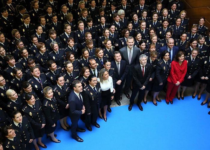 La alcaldesa acompaña al Rey Felipe VI en la inauguración del Congreso Internacional 'Igualdad de género en el ámbito de la seguridad'