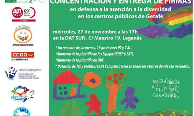 Concentración y entrega de firmas en defensa a la atención a la diversidad en los colegios de Getafe