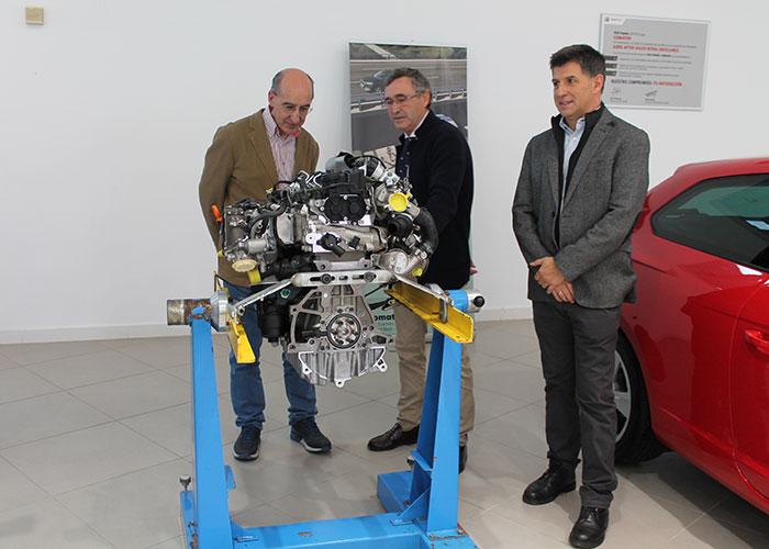 Comatur dona un SEAT León totalmente nuevo de alta gama y un motor al colegio salesiano de Puertollano
