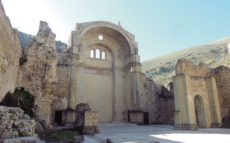 Ruinas de la iglesia de Santa María de Cazorla