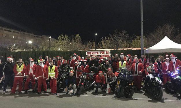 Unas 150 motos y cientos de moteros recogen kilos de solidaridad, alimentos y juguetes en la III Papanoelada Solidaria
