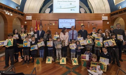 El Ayuntamiento de Pozuelo entrega los premios de los concursos escolares navideños de Belenes, Árboles y Felicitaciones