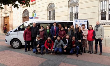 ADIN recibe un regalo de Reyes adelantado de la Diputación Provincial, la nueva Transit Custom de Ford Serramotor
