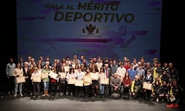 """La alcaldesa a los deportistas toledanos: """"Cuando alcanzáis el triunfo, Toledo también sube al pódium"""""""
